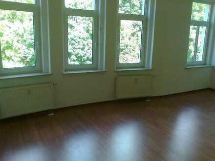 Geräumige 2 Zimmer-Wohnung mit kleinem Balkon - auf Wunsch mit EBK1