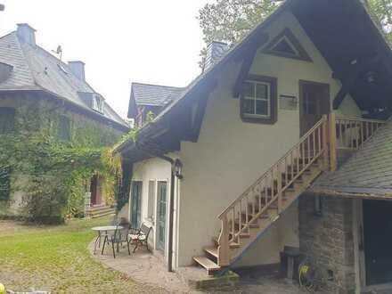 750 € komplett - Seperates Häuschen neben Villa