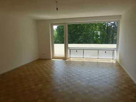 Helle, vollständig sanierte 3-Zimmer-Wohnung mit EBK und großem Balkon nähe Gete-Viertel