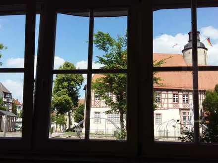 Vollständig renovierte 3-Raum-Wohnung mit Balkon und Einbauküche in Tauberbischofsheim
