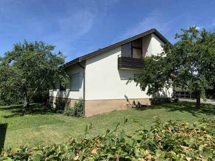 Sehr gepflegte 3 Zimmer-Dachgeschoßwohnung mit sonnigem Balkon und Gartennutzung AN PAAR