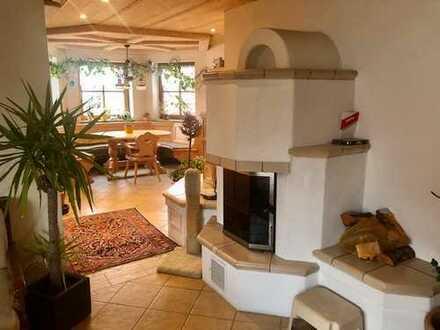 Gemütliche 3-Zimmer-Wohnung (teilmöbliert) mit Kamin und wohliger Sitzbank!