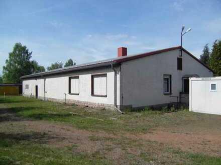 Werkstatt- und Bürogebäude auf großem Grundstück