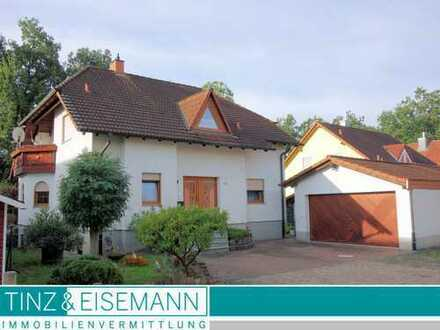 Freistehendes Einfamilienhaus mit Doppelgarage in Philippsburg-Huttenheim