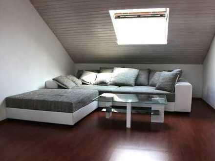 Schöne Dachgeschosswohnung zu vermieten… in Bielefeld- Brake, zentral aber ruhig, ideal für Single