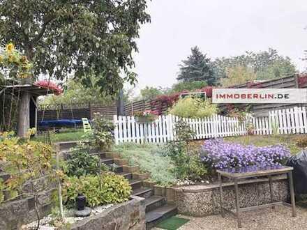 IMMOBERLIN: Interessante Remise mit Terrasse & Garten