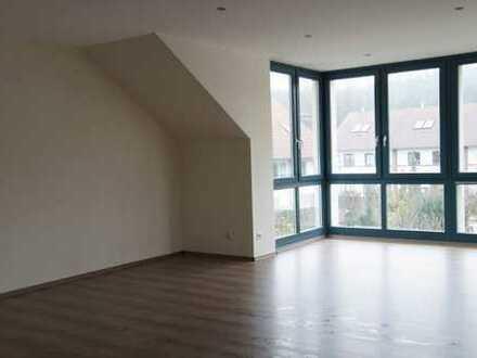 2. Helle Dachgeschosswohnung mit Wintergarten und Balkon