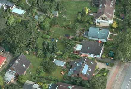 Grünes, eingewachsenes Grundstück dicht am Bramfelder See und Wohnhaus mit Potential