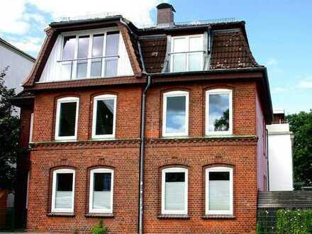 Erstbezug nach umfangreicher Modernisierung - Großzügige 3-Zimmer Altbauwohnung mit Stellplatz