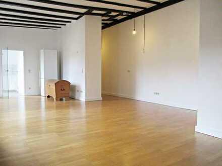 Bezaubernde 2- Zimmer- Dachgeschoss- Altbauwohnung in TOP-Lage