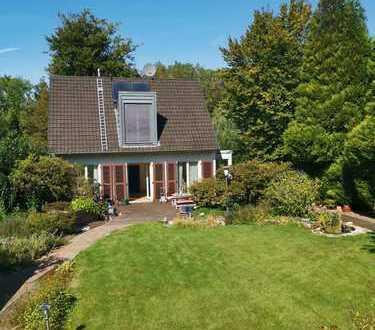 Großes Einfamilienhaus mit wunderschönem Garten