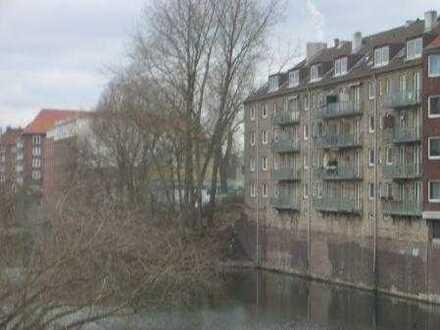 Zimmer mit Balkon am Mittelkanal in 2-Zimmer Frauen-Wg.