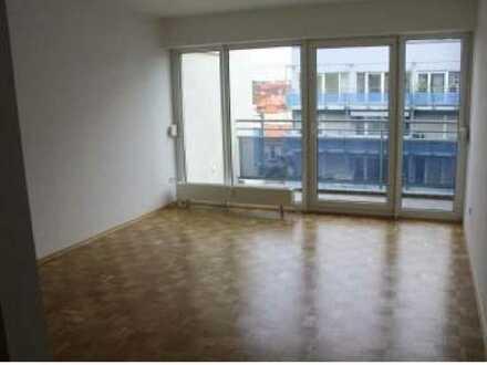 Stilvolle, geräumige und gepflegte 1-Zimmer-Wohnung mit Balkon in Würzburg