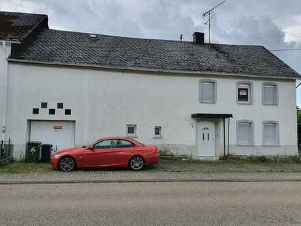 Zwangsversteigerung ! Großes Einfamilienhaus mit Garage