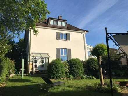 Freistehendes Einfamilienhaus am Kappellenberg in Neu-Ulm/Pfuhl mit nicht einsehbarem Grundstück