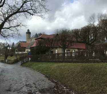 Idyllisch gelegenes Baugrundstück mit fantastischem Blick zur Burg Zwernitz in Sanspareil