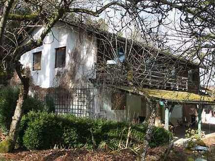 Sanierungsbedürftiges, freistehendes Zweifamilienhaus mit Anbau in Andechs, nahe Ammersee.