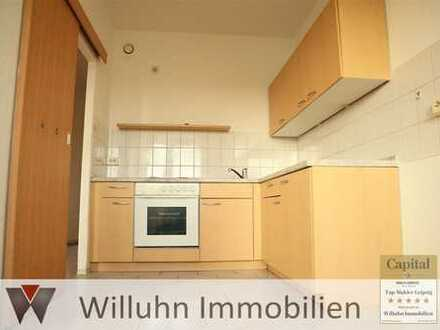 Zentral gelegene Dreiraumwohnung mit Einbauküche und Balkon sucht Familie