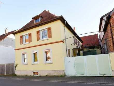 Ehemaliges Winzeranwesen mit Scheune, Innenhof und schönem Garten in zentraler Ortslage von Maikamme