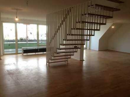 Wohnraum über 2 Etagen mit Balkon