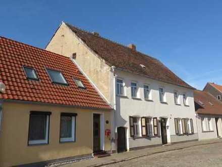 Großes Einfamilienhaus in der grünen Stadt an der Elbe
