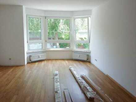 Eller, 4-Zi-Whg. ca. 90 m²,1.OG.,S/W-Balkon,Küche,Wannenbad,Gäste-WC, € 790,-
