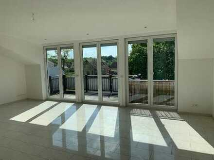 Großzügige 2-Zimmer Dachgeschosswohnung mit Terrasse und Balkon im Grünen!