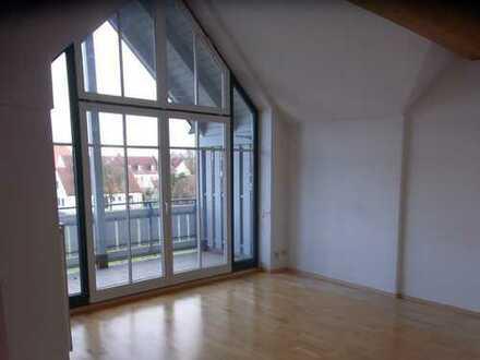 Wieder zu haben! Sonnige 3-Zimmer-Dachgeschosswohnung mit zwei Balkonen freut sich auf neue Mieter!