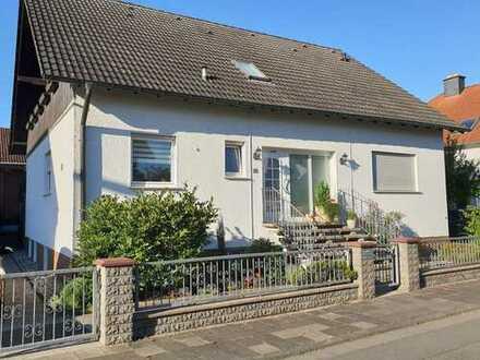 Attraktive 3-Raum-DG-Wohnung mit EBK und Balkon in Büttelborn / Worfelden