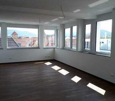 Sonnige Penthouse-Wohnung mit Panoramaausblick und Dachterrasse Stadtmitte