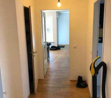 Tolle Wohnung mit drei Zimmern sowie Balkon und EBK in Neu Ulm