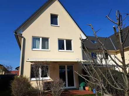 Provisionsfrei in Berlin-Frohnau: Modernes Haus mit viel Platz für die Familie