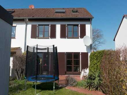 Schönes Einfamilienhaus mit EBK und Garage