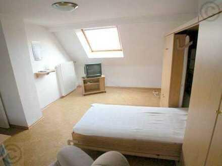FLATmix.de/Möblierte helle DG-Wohnung, gut ausgestattet