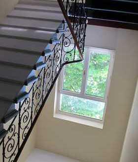 Traumhaft schöne Altbauwohnung mit Balkon und Einbauküche
