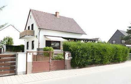 Freistehendes Einfamielienhaus mit Garten, Terrasse, Nebengebäude mit 50 qm Wfl. & Garage