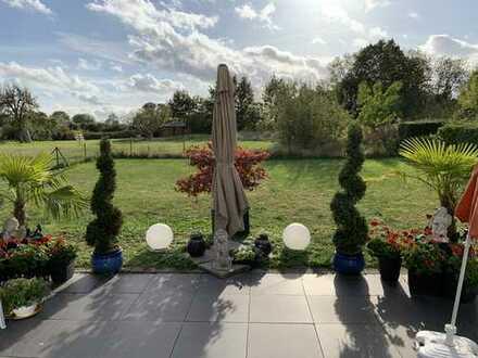 Schöne EG Wohnung mit eigenen Garten