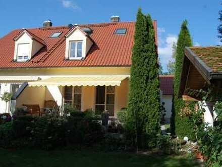 großzügige Doppelhaushälfte mit wunderschönem Garten