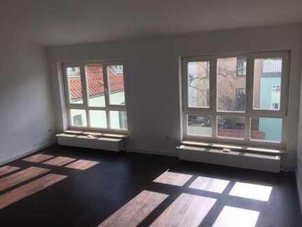 Sanierte 2-Zimmer-Wohnung mit kleiner Dachterrasse