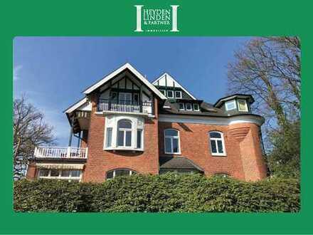 Reizvolle 4-Zimmer-Dachgeschosswohnung in wunderschönem Altbau am Jenischpark