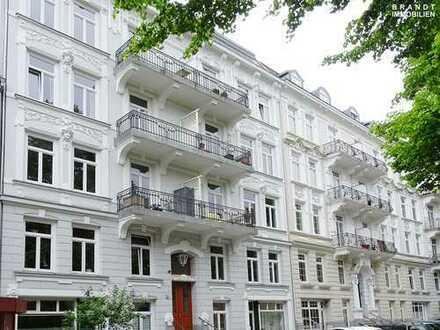 Moderne 4 Zi.-Altbauwohnung mit 2 Balkonen und Fahrstuhl in ruhiger Seitenstraße von Eimsbüttel!