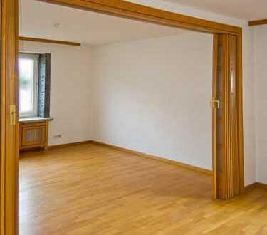 große sanierte 7-Zimmer-Wohnung mit Terrasse