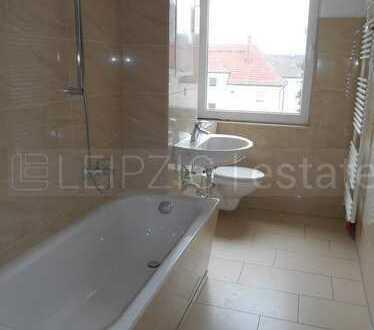 Gemütliche 2 Zimmer-Wohnung im Dachgeschoss mit Laminat, Bad mit Wanne & Fenster