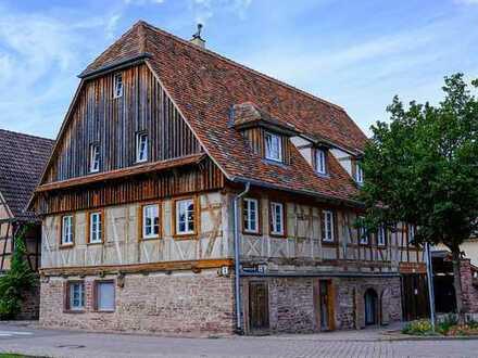 Schöne, geräumige vier Zimmer Wohnung in Enzkreis, Birkenfeld , Einzelkulturdenkmal Fachwerkhaus