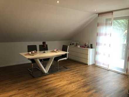 Vollständig renovierte 2-Zimmer-Dachgeschosswohnung mit Balkon in Bergheim