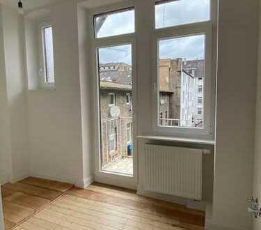 Charmante Etagenwohnung mit Balkon in renoviertem Altbau!