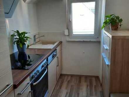 Stilvolle, sanierte 2,5-Zimmer-DG-Wohnung mit EBK in Offenbach (Kreis)