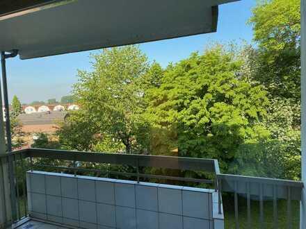 Helle 3-Zimmer-Wohnung mit Balkon in Zündorf, Köln