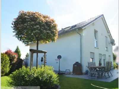 Gepflegtes freistehendes Einfamilienhaus mit 5 Zimmern + Einbauküche in Riedberg, Frankfurt am Main