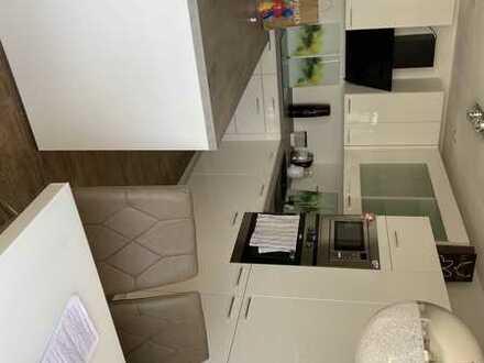 Neuwertige 3-Raum-Wohnung mit Balkon und Einbauküche in Burglengenfeld